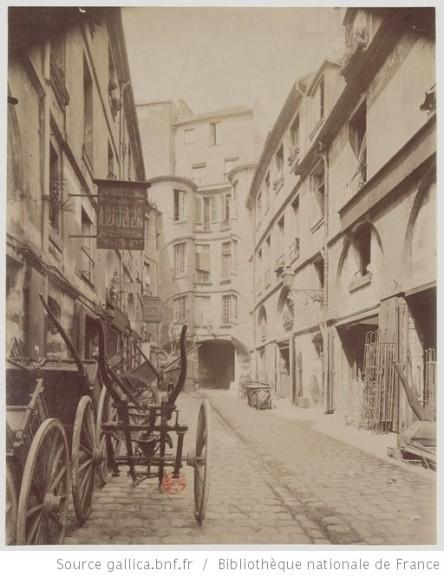 Cour du Dragón. Rue de Rennes 1898